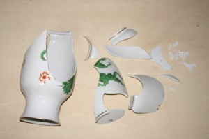 broken-porcelain-vase